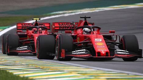 Ferrari-kuskien kisa päättyi dramaattiseen kolarointiin Brasiliassa.