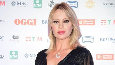 Tampereella syntynyt Anna Falchi, 48, on tunnettu näyttelijä kotimaassaan Italiassa.