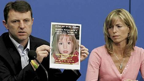 Gerry ja Kate McCann saavat lisäapua Madeleine-tyttären etsintöihin. Kuva vuodelta 2007.
