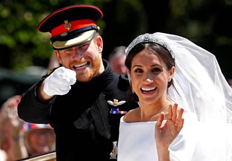 Pariskunta onnellisena hääpäivänään toukokuussa 2018.