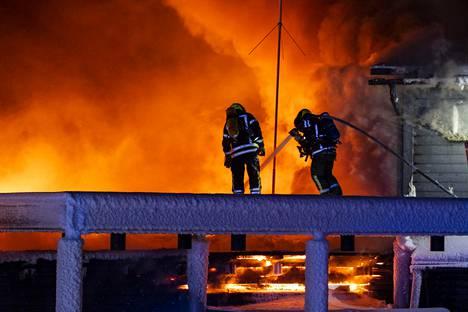 Hotelliyrittäjä Juha Kuukasjärvi arvioi tuhojen arvoksi 5–10 miljoonaa euroa.