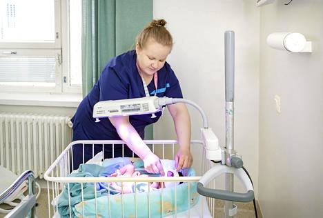 Kätilö Laura Hämäläinen on äitien puolesta iloinen, että isä tai muu synnyttäjän tukihenkilö pääsee ensi viikosta alkaen jälleen Husin synnytyssairaaloihin.