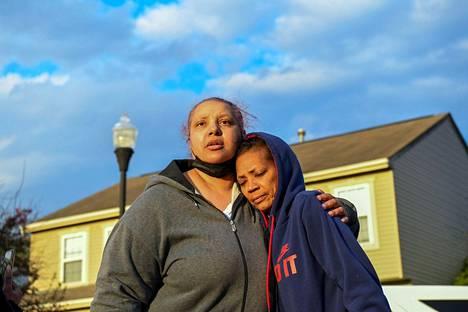 Ma'Khia Bryantin täti Hazel Bryant osallistui muistotilaisuuteen.