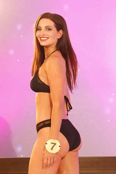 Rita Jokinen viime keväänä Miss Suomi -finaalissa.