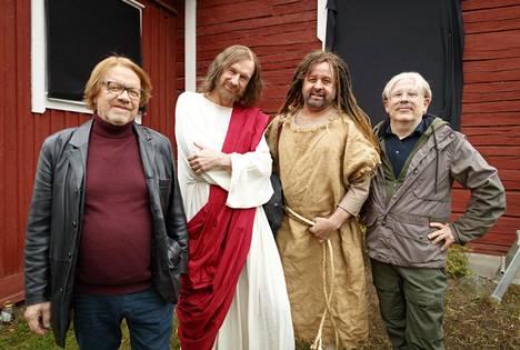 Heikki Silvennoinen (Kontio), Heikki Vihinen (Raku), Heikki Hela (Hurtta) ja Timo Kahilainen (Ljunkka) ovat taas leffaa tekemässä.