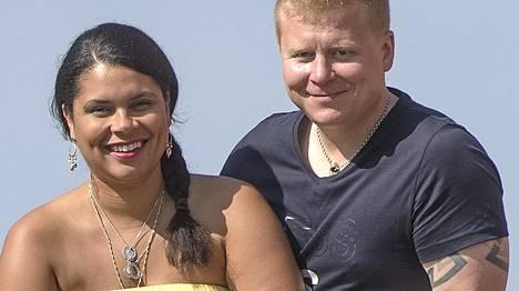 Jounin kaupan kyläkauppias Sampo Kaulanen ja vaimonsa Michelle Murphy-Kaulanen.