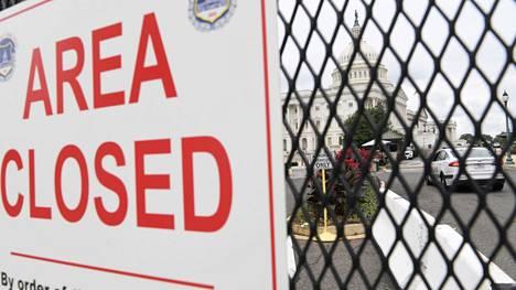Pääsy Capitolille on suljettu mielenosoituksen alla.
