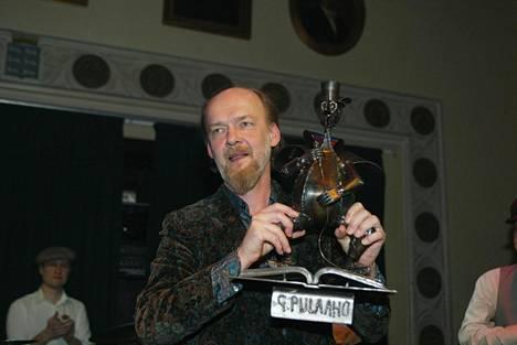 Vuonna 2003 Tuomari Nurmio vastaanotti G. Pula-aho patsaan, joka jaetaan vuosittain viihdealan ammattilaiselle.