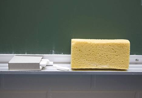 Surface alkaa kilpailla liitutauluja vastaan kouluissa.