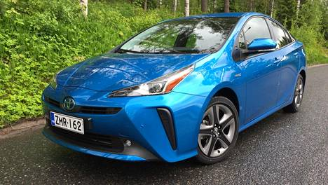 Uudistuksessa on hiottu hieman myös ulkomuotoa. Perusmuodoltaan Prius muistuttaa silti yhä edelleen ensimmäisen polven hybridiautoa eli niin sanottua rikkaimuria.