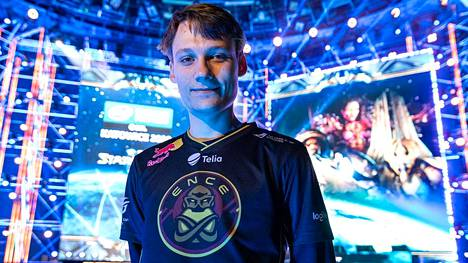 Joona Sotala on vuoden 2018 maailmanmestari. Linnan juhlissa pelaaja nähtiin joulukuussa 2019.