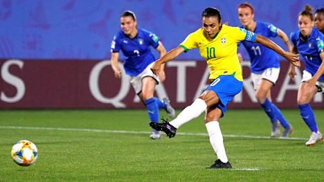 Marta ampui rankkarin Italian verkkoon vuoden 2019 MM-kisoissa. Maalin ansiosta hänestä tuli kaikkien aikojen eniten MM-lopputurnausosumia tehnyt pelaaja.