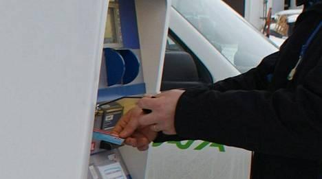 Kahden eri kylmäaseman automaateista löydettiin alkuviikosta skimmauslaitteita. Kuva ei liity tapaukseen.