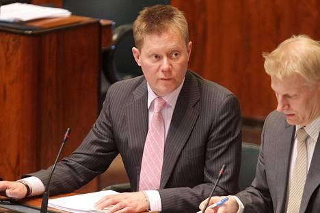 Pertti Salovaara keskustan kansanedustajana eduskunnassa 2010.