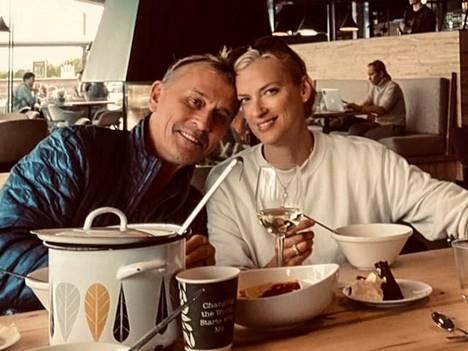Robert Knepper on viihtynyt Suomessa vaimonsa Nadinen kanssa.