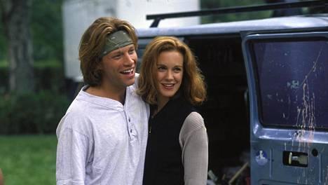 Jon Bon Jovi on ysäritukassaan elokuvan nuori leijona.