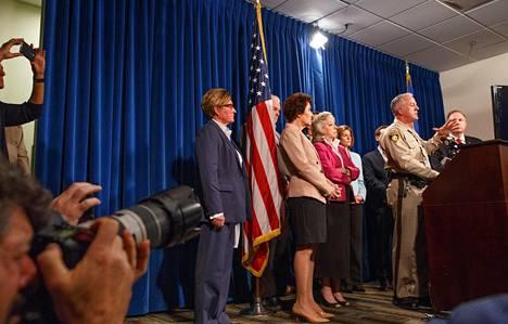 sheriffi Joseph Lombardo puhui medialle tiistaina.
