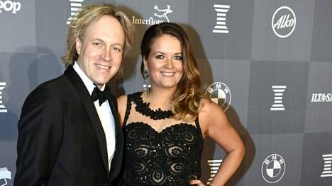 Kari Aihinen ja hänen Henriikka-vaimonsa ovat olleet yhdessä 17 vuoden ajan. Parilla on kaksi lasta.
