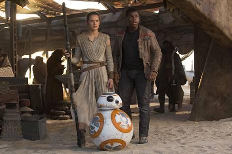 Daisy Ridley ja John Boyega kuvattuna elokuvassa Star Wars: The Force Awakens.