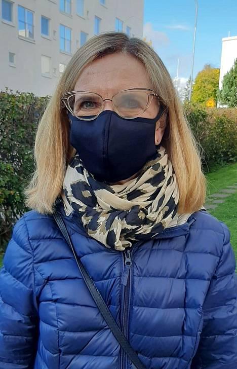 Marja Jaatisen mukaan valtaosa kasvomaskeista ohjaa ulkoilmassa hengityksen silmälasien linsseille. Lasien huuruuntumista on vaikea estää. Kuvassa Veniz Finlandin kasvomaski.