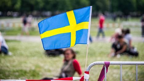 Ruotsin kansanterveysvirasto asettaa paikallisia koronarajoituksia Uppsalan läänissä.