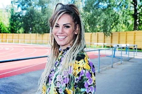 Suomalaisen naisammattinyrkkeilyn kuningatar Eva Wahlström lataa pöytään tiukan ennustuksen Mira Potkosesta.