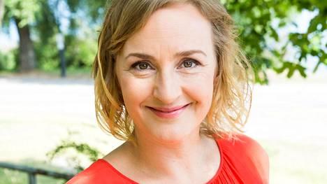 Näyttelijä Sanna Stellan odottaa neljättä lastaan.