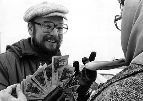 Hannu Karpo veti Ei tieto tapa -liikennekilpaa, jossa pääpalkinto oli 5 000 mk. MTV:n ohjelma nähtiin vuonna 1984.
