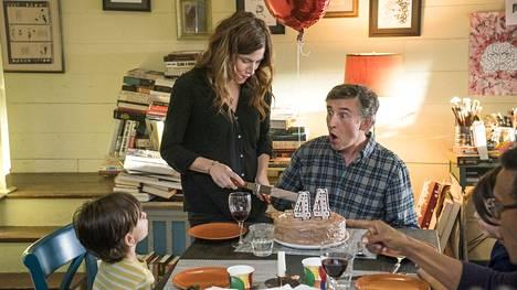 Thom (Steve Cook) kärvistelee keski-iän kriisissä vaimonsa Leen (Kathryn Hahn) kanssa. Happyish, HBO Nordic.