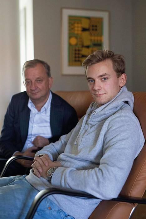Hjallis Harkimo yhdessä Leo-poikansa kanssa viime syksynä.