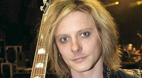 Negativen solistin Jonne Aaronin identiteetti varastettiin netissä.