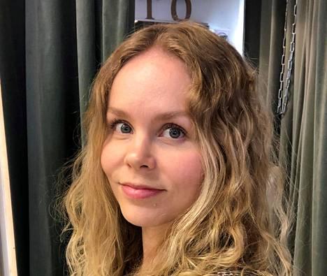 Laura Simpanen vetää suomalaista designia myyvää liikettä kahden muun yrittäjän, Sanni Orasen ja Aino Pohjoisenmäen kanssa.