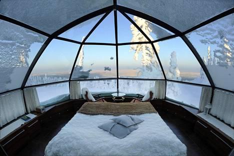 Yöpyminen lasiseinäisessä iglussa on selvästi tavallista hotelli- tai mökkimajoitusta kalliimpaa.