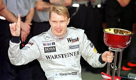 Mika Häkkinen voitti ensimmäisen F1-mestaruutensa 1998.
