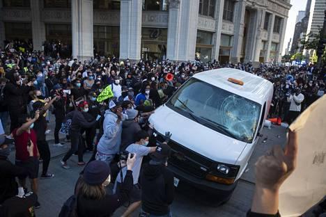 Myös Chicagossa protestoitiin lauantaina mustien kokemaa poliisiväkivaltaa.