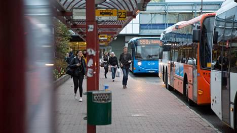 Mies anasti bussin Itäkeskuksessa.