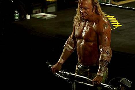 Paul Fuchs näkyi pienessä roolissa Mickey Rourken (kuv.) tähdittämässä The Wrestler - Painija-elokuvassa.