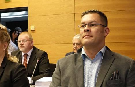 Helsingin hovioikeus alkaa käsitellä maanantaina valituksia, jotka liittyvät Johan Bäckmanin (vas) ja Ilja Janitskinin syytteisiin ja tuomioihin.