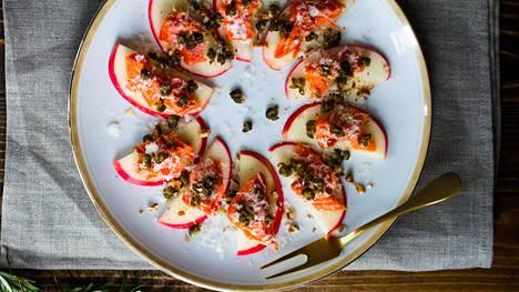 Omena ja lohi sopivat ihanasti yhteen.