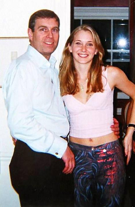 Yorkin herttua, prinssi Andrew kuvattuna vuonna 2001 Virginia Giuffren kanssa.