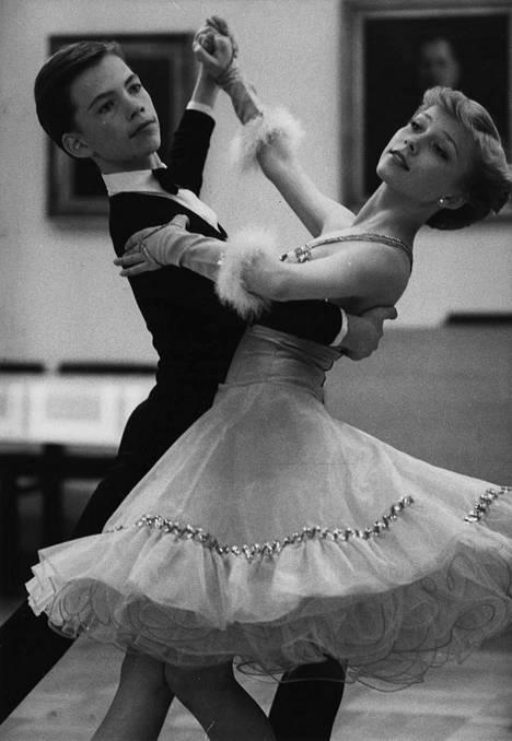 Nuoret menestyjät Erik Hento ja Helena Ahti vuonna 1982.