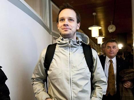 Pirate Bayn perustajiin kuuluva Peter Sunde Kolmisoppi tuomittiin maksamaan yli 350 000 euron hyvitykset viivästyskorkoineen neljälle levy-yhtiöille.