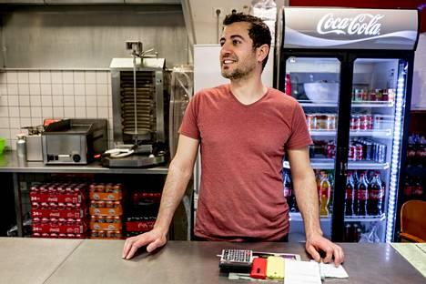 Yrittäjä Pashew Omar on niin kyllästynyt nuorison häiriköintiin, että hän on jopa harkinnut ravintolansa sulkemista.