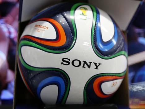 Qatarille myönnetyt jalkapallon MM-kisat vuodelle 2022 ovat joutuneet uuteen valoon valintaprosessin epäselvyyksien takia.