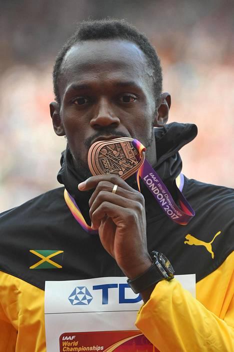 Uran päättävissä Lontoon MM-kisoissa Bolt saavutti 100 metrillä pronssia.