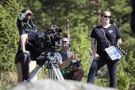 Kuvausryhmä tekee pitkää päivää. Purku on usein vasta auringonlaskun jälkeen.