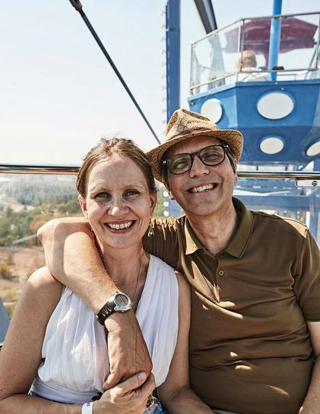 Suomalainen Paula Pennanen-Rebeiro ja englantilainen Andrew Rebeiro-Hargrave ovat olleet naimisissa vuodesta 2002.