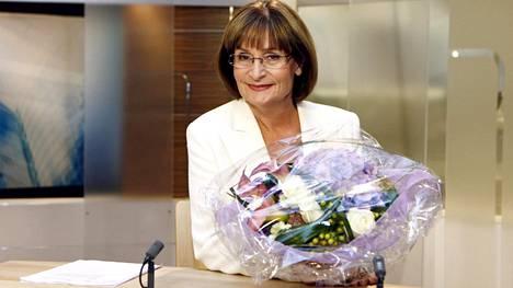 Eva Polttila kuvattuna viimeisessä uutislähetyksessään.