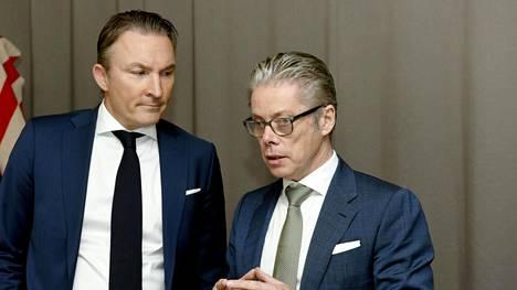 Cramon toimitusjohtaja Leif Gustafsson (vas.) ja Boelsin toimitusjohtaja Pierre Boels tiedotustilaisuudessa maanantaina.
