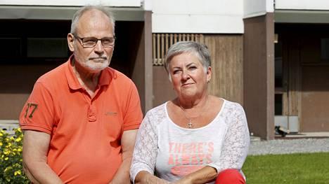 Markku Lehtonen oli koronan takia teho-osastolla noin kuukauden ajan. Hänen puolisonsa Merja Jokela joutui pelkäämään miehensä hengen puolesta.